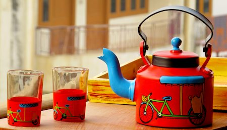 ScrapShala Hand-Painted Tea Kettle and Glass, Rickshaw Theme - Red and Blue